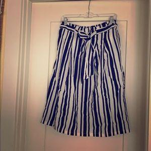 Black and White Knee Length Skirt-Size Large